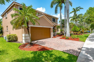 Home for Sale at 827 Nandina Dr, Weston FL 33327