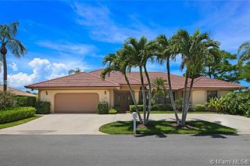 Home for Sale at 9067 SE Star Island Way, Hobe Sound FL 33455