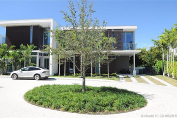 Home for Sale at 105 Reef Ln, Key Biscayne FL 33149