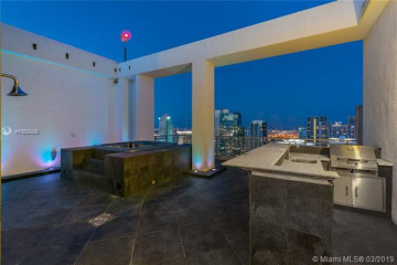 Home for Sale at 92 SW 3rd St #PH5210, Miami FL 33130
