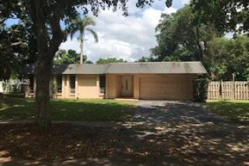 Home for Sale at 920 SW 69th Ter, Plantation FL 33317