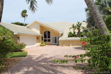 Home for Sale at 8890 SE Marina Bay Drive, Hobe Sound FL 33455