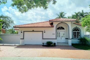 Home for Sale at 2710 SW 100th Ct, Miami FL 33165