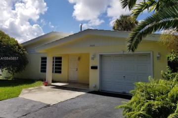 Home for Sale at 2020 NE 34th Ct, Lighthouse Point FL 33064