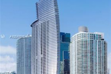 Home for Sale at 300 Biscayne Blvd Way #2207, Miami FL 33131