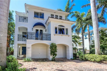 Home for Sale at 5847 Paradise Point Dr, Palmetto Bay FL 33157