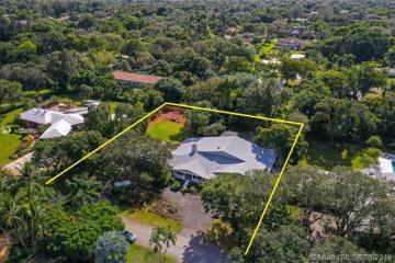 Home for Sale at 6000 Banyan Ter, Plantation FL 33317