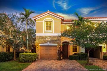 Home for Sale at 140 Emerald Creek Ter, Plantation FL 33325