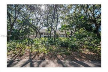 Home for Rent at 5600 Oakwood Lane, Coral Gables FL 33156