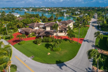 Home for Sale at 501 N Mashta Drive, Key Biscayne FL 33149