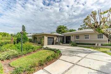 Home for Rent at 52 Shore Dr W, Miami FL 33133