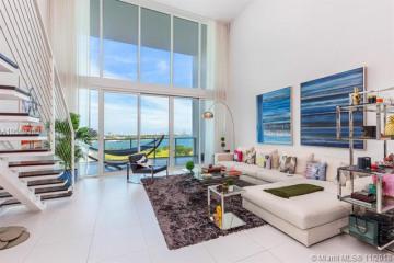Home for Sale at 1040 Biscayne Blvd #1103, Miami FL 33132