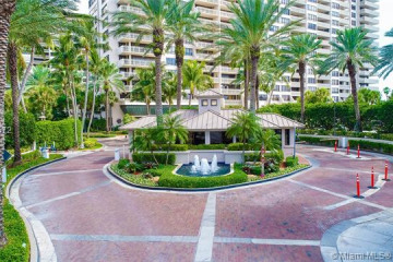 Home for Sale at 2 Grove Isle Dr #B201, Miami FL 33133