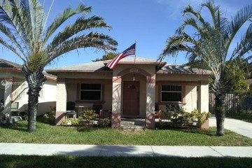 Home for Sale at 4238 SW 57th Ave, Davie FL 33314