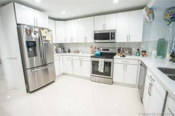 Home for Rent at 8551 Gatehouse Rd, Plantation FL 33324