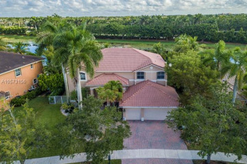 Home for Rent at 1017 Waterside Cir, Weston FL 33327