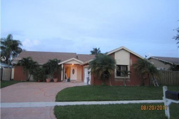 Home for Sale at 574 SW 169th Ave, Weston FL 33326