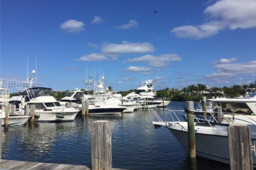 Home for Sale at 2769 NE 30th Ave #4, Lighthouse Point FL 33064