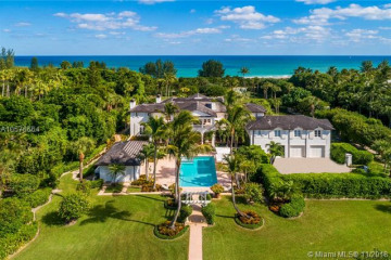 Home for Sale at 332 S Beach Rd, Hobe Sound FL 33455