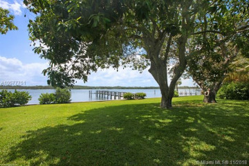 Home for Sale at 4 Isle Ridge, Hobe Sound FL 33455