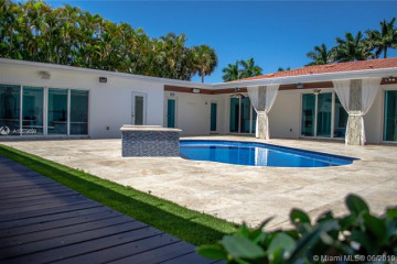 Home for Sale at 16380 Paddock Ln, Weston FL 33326