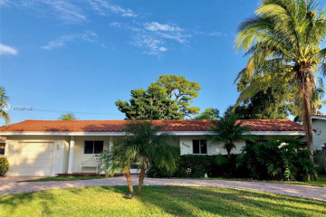 Home for Sale at 2532 NE 21st Ter, Lighthouse Point FL 33064