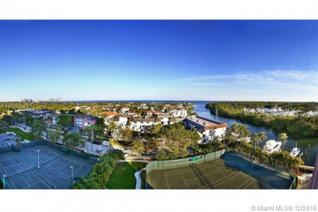 Home for Sale at 10 Edgewater Dr #8C, Coral Gables FL 33133