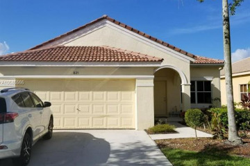 Home for Sale at 825 Tanglewood Cir, Weston FL 33327