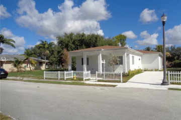 Home for Sale at 4440 SW 57th Ave, Davie FL 33314