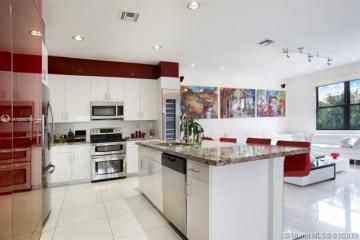 Home for Sale at 19245 NE 9th Pl, Miami FL 33179