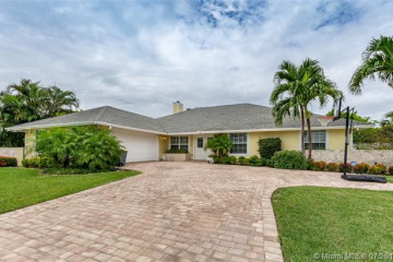 Home for Sale at 17114 S.e. Kerry Ct., Tequesta FL 33469
