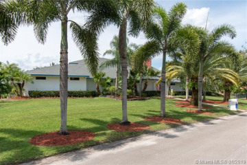 Home for Sale at 19737 SW 14th St, Pembroke Pines FL 33029