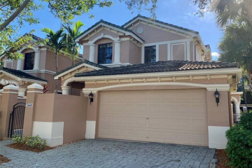 Home for Sale at 2668 Center Court Dr #4-35, Weston FL 33332