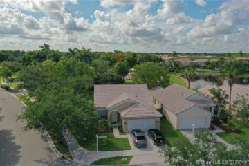 Home for Sale at 800 Savannah Falls Dr, Weston FL 33327
