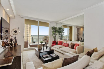 Home for Sale at 888 Brickell Key Dr #1907, Miami FL 33131