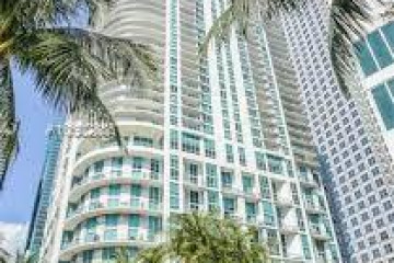 Home for Sale at 300 S Biscayne Blvd #T-1804, Miami FL 33131