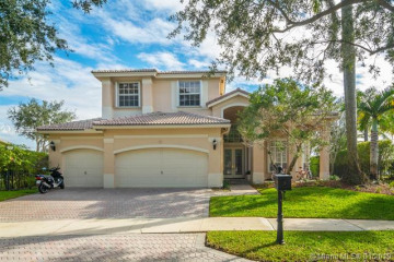 Home for Rent at 1418 Lantana Dr, Weston FL 33326