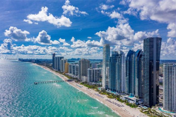 Home for Sale at 17141 Collins Ave #3202, Sunny Isles Beach FL 33160