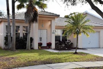 Home for Sale at 14096 S Cypress Cove Cir, Davie FL 33325