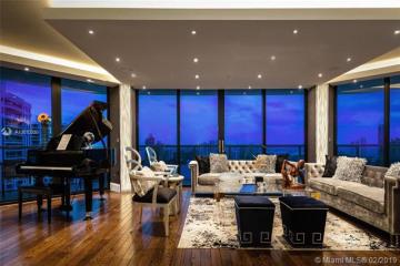 Home for Sale at 4000 Island Blvd #2706, Aventura FL 33160