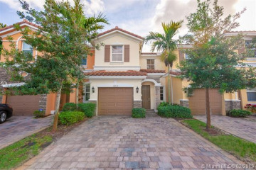 Home for Sale at 12436 Emerald Creek Mnr, Plantation FL 33325