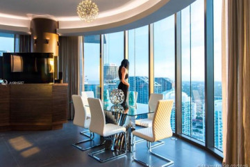 Home for Sale at 200 Biscayne Boulevard Way #5102, Miami FL 33131