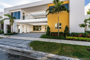 Home for Sale at 10272 NW 75th Ter, Doral FL 33178
