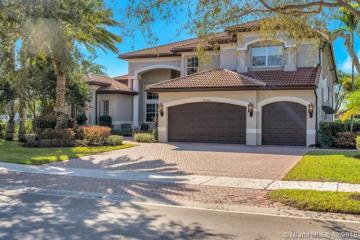 Home for Sale at 10938 Garden Ridge Ct, Davie FL 33328