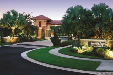 Home for Sale at 14243 S Jockey Cir S, Davie FL 33330