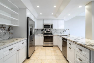 Home for Sale at 520 Brickell Key Dr #A604, Miami FL 33131