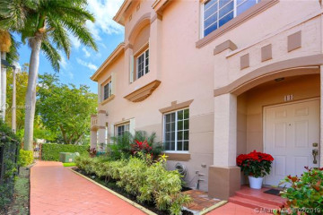 Home for Sale at 15800 SW 92nd Ave #11B, Palmetto Bay FL 33157