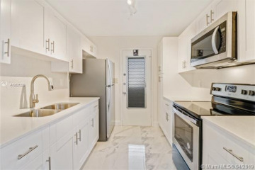 Home for Sale at 1030 9th St #605, Miami Beach FL 33139