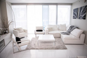 Home for Rent at 200 Biscayne Boulevard Way #3204, Miami FL 33131