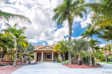 Home for Sale at 7929 NW 82nd Ter, Parkland FL 33067
